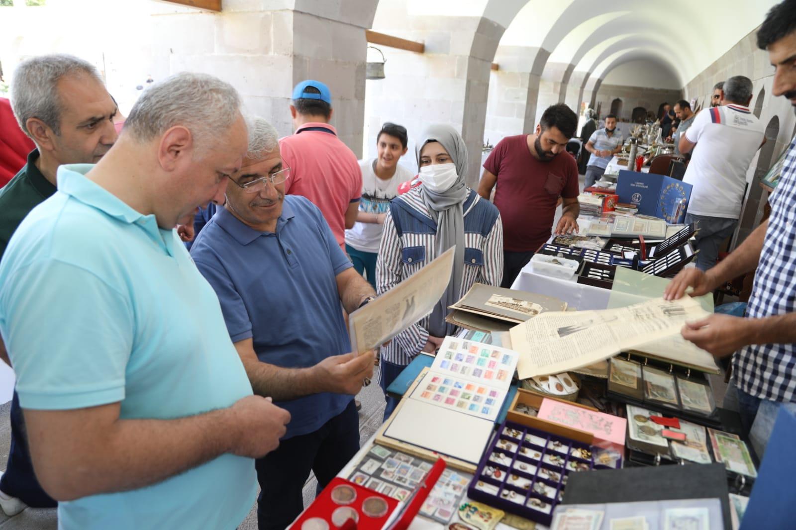Malatya'da ilk antika pazarı kervansaray'da açıldı!