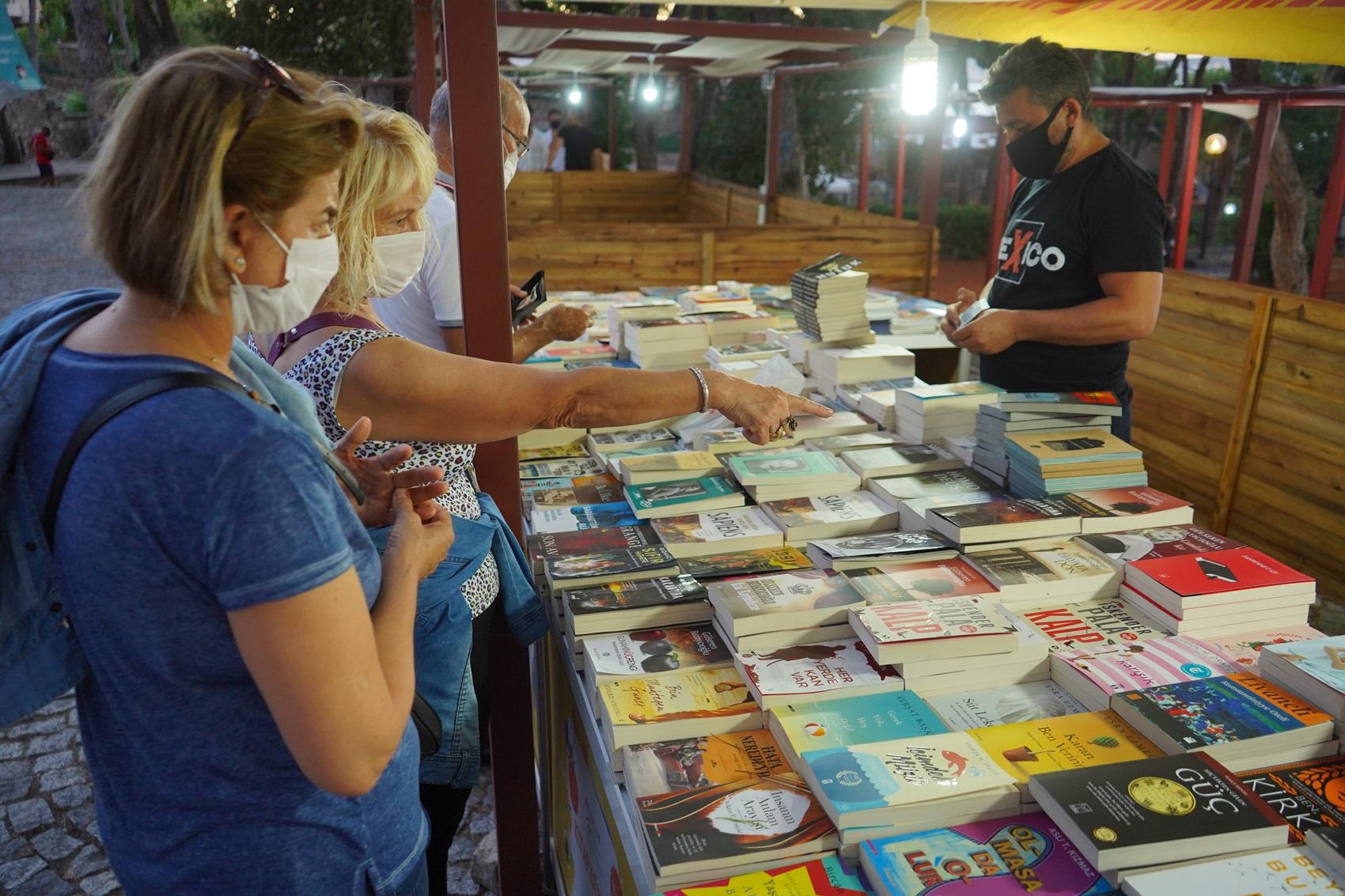 Kitaplarla aranıza sosyal mesafe koymayın!