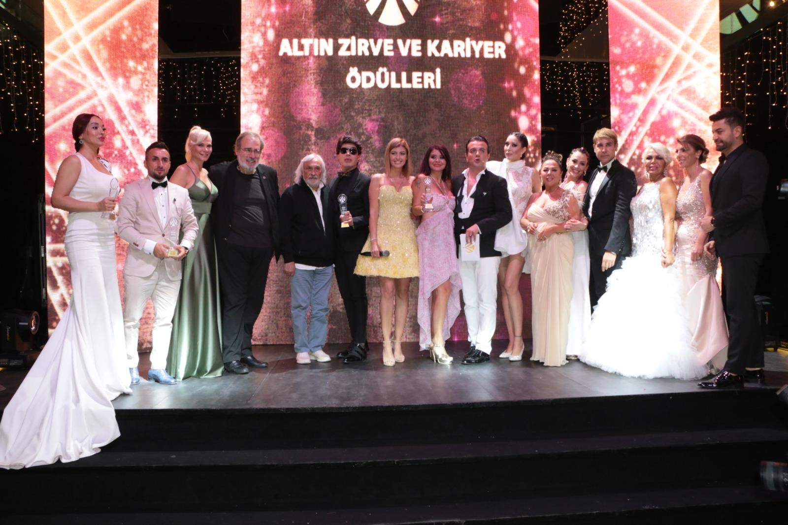 Ünlülerin Kumaşcısına Altın Zirve Ödülü