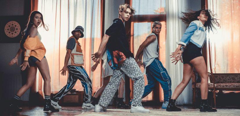 Genç yıldız Alper Erözer'den 3 dilde yeni şarkı 'Göz Göze'