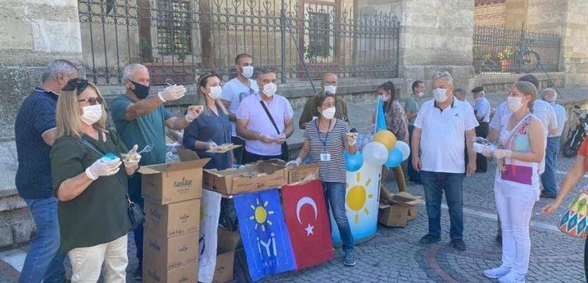 İYİ Parti Edirne İl Başkanlığı tarafından 'Murrem ayı' münasebetiyle aşure dağıtıldı