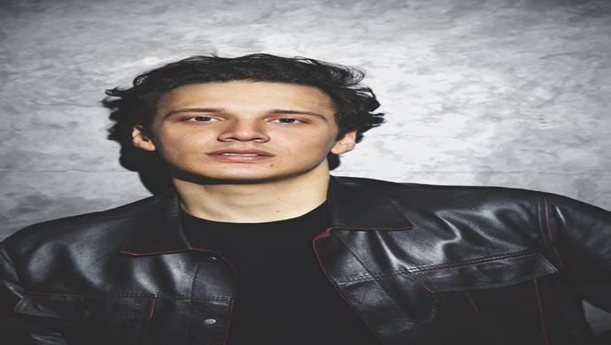 Türk pop müziğin yıldız ismi Edis 'ten dijital stadyum konseri