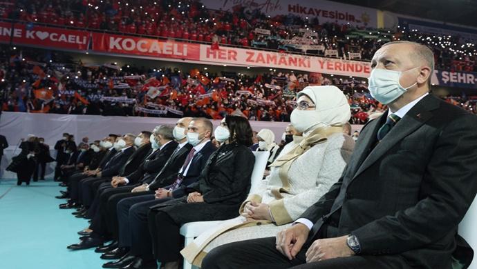 """""""YENİ ANAYASA'NIN MERKEZİNDE İNSANIN HUZURU, REFAHI, MUTLULUĞU YER ALMALIDIR"""""""