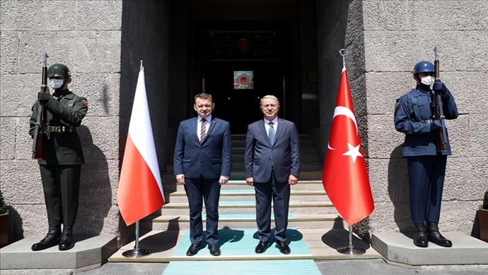 Millî Savunma Bakanı Akar, Polonya Savunma Bakanı Mariusz Blaszczak İle Bir Araya Geldi