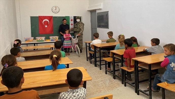Komandolarımız İdlib Bölgesindeki Silli İlkokulunu Eğitim ve Öğretime Hazır Hâle Getirdi