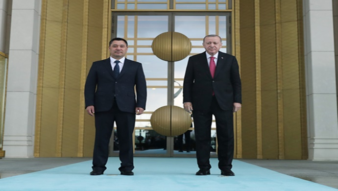 Kırgızistan Cumhurbaşkanı Caparov Cumhurbaşkanlığı Külliyesinde